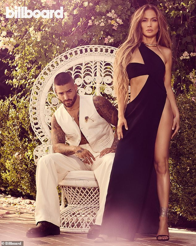 When Latins triumph / Jennifer Lopez does not hide her pride, poses with Maluma for 'Billboard' 3