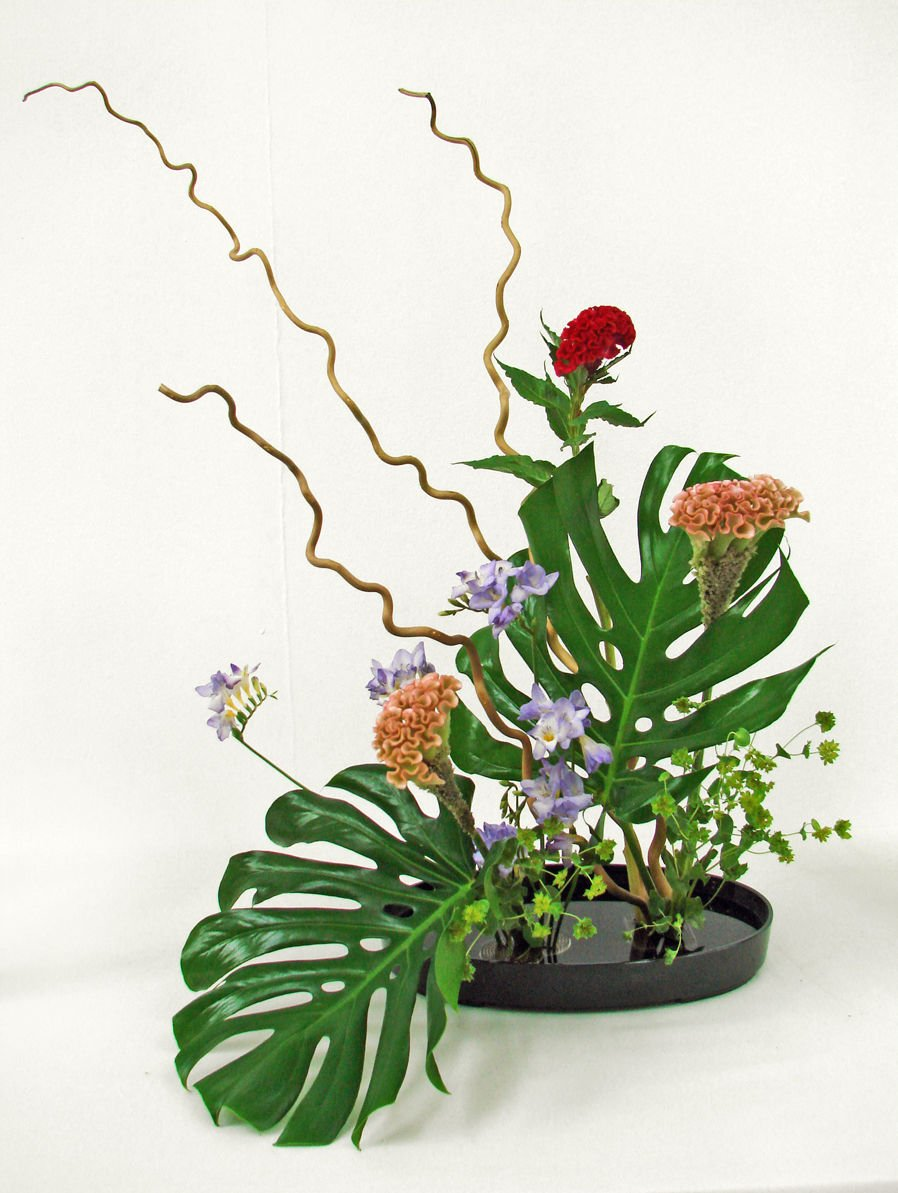 Ideal flower arrangements for family and office environments 6