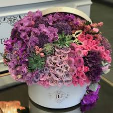 Ideal flower arrangements for family and office environments 12