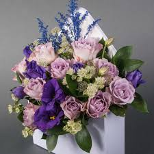 Ideal flower arrangements for family and office environments 9